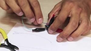 Процесс сборки микронаушников своими руками