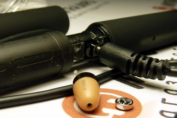 Зарядка микронаушника ручки