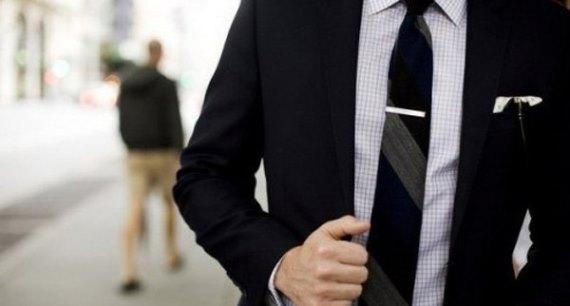 Фото микронаушника галстука
